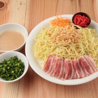 Pork bone green onion yakisoba