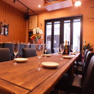 ワイン初心者大歓迎!!大満足のスタンダードコース3500円~♪7名様以上で貸切できます(営業時間外も応相談♪)女子会、ワイン会、歓送迎会、サークル、ママ会などの集まりに。コース料理、飲み放題、ご予算etc...お気軽にご相談ください。ワイン教室やワイン交流会などのイベントも開催予定です!