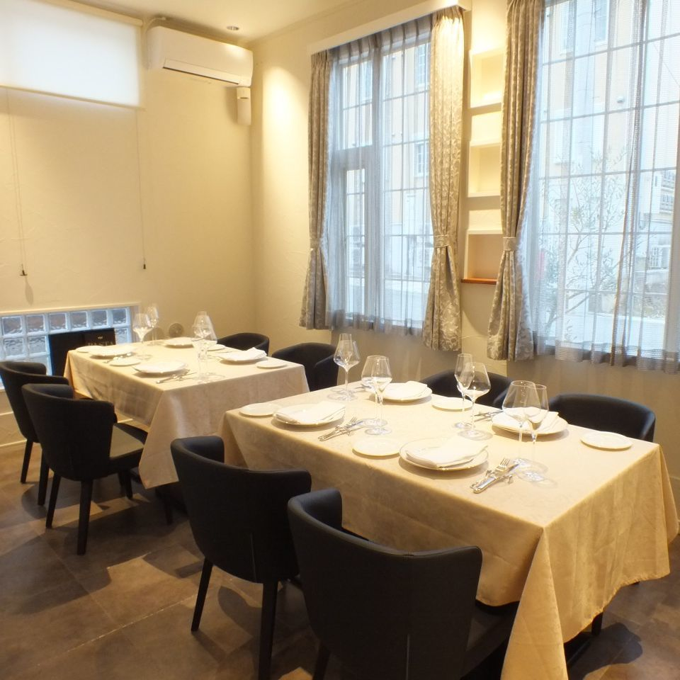 请在私人房间座位上度过私人时间,最多可容纳8人参加纪念日和庆祝活动☆