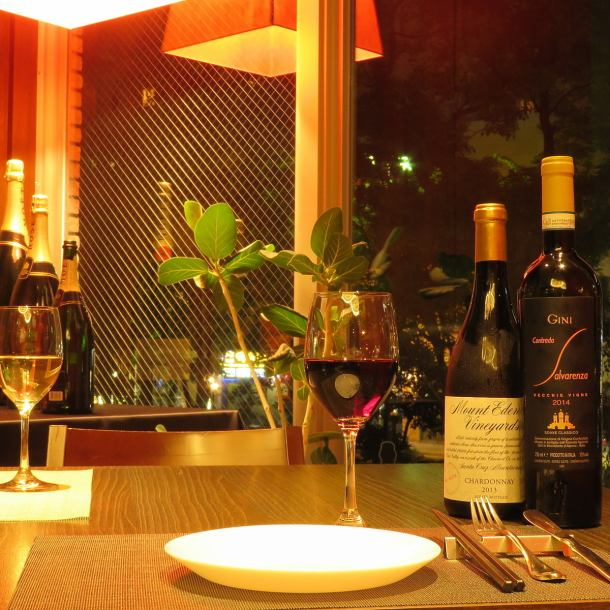 The table seat at the window side where night view is seen is a popular seating for the anniversary use.Enjoy the season with food while enjoying the seasonal atmosphere.A few extravagant cuisines such as popular meat courses are sure to become a special day to please the other party.[Okayama / Okayama Station / Okayama City / All-you-can-drink / Italian / Bar / Private Room / Birthday / Anniversary / Women's Association / Meat / Fish / Night Scenery / Uni / Truffle]