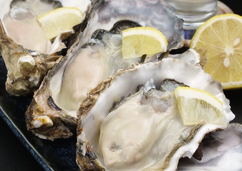 【Akasaka has big oysters】 Delivery of seasonal raw oysters from the whole country every morning at that time!