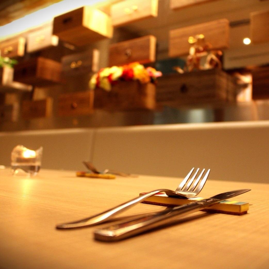 4人的桌子♪在間接照明上升一步的地方,氣氛略有不同的桌子座位。毫無疑問,與週年紀念,女孩派對,生日派對等朋友一起感到興奮。我們還提供宴會課程,3700/4000/5000/6000/7000,可用於週年紀念日,如2800日元,3800日元,週年紀念套餐,6000日元,所有你可以喝,7000日元