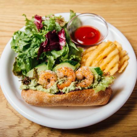 虾和鳄梨三明治