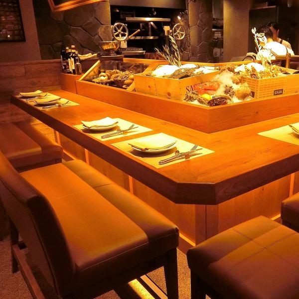 【雰囲気抜群】イタリアの下町の料理屋を彷彿させる雰囲気。「フィレンツェの路地裏でふと見つけた気取らない店」気軽に使えることも常連様に愛される理由。落ち着いたアットホームな空間で熟練したシェフ自慢のイタリアンをお楽しみ下さい。