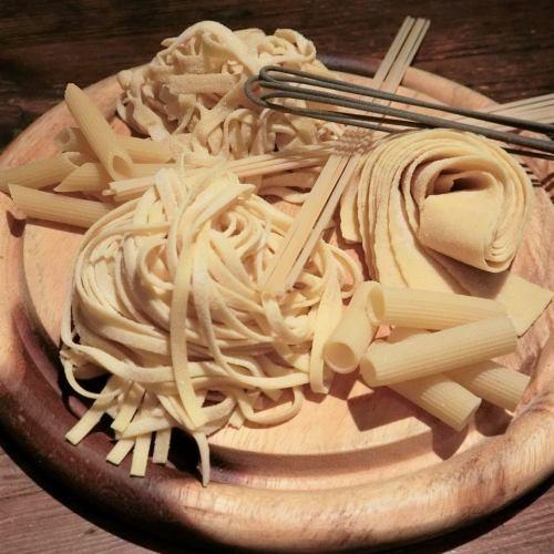 イタリア各地方の伝統的なソースとパスタをそれぞれお好きなようにお選びいただけます。