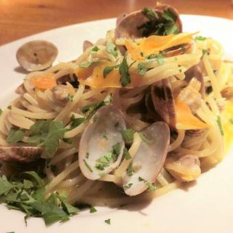 サルデーニャ産カラスミと大アサリのアーリオ・オーリオ