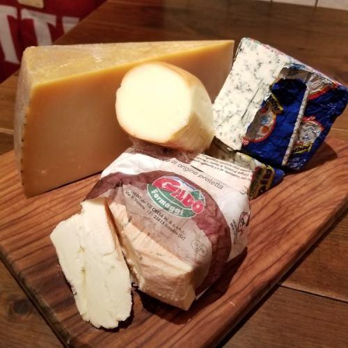イタリア産チーズを使用した料理各種