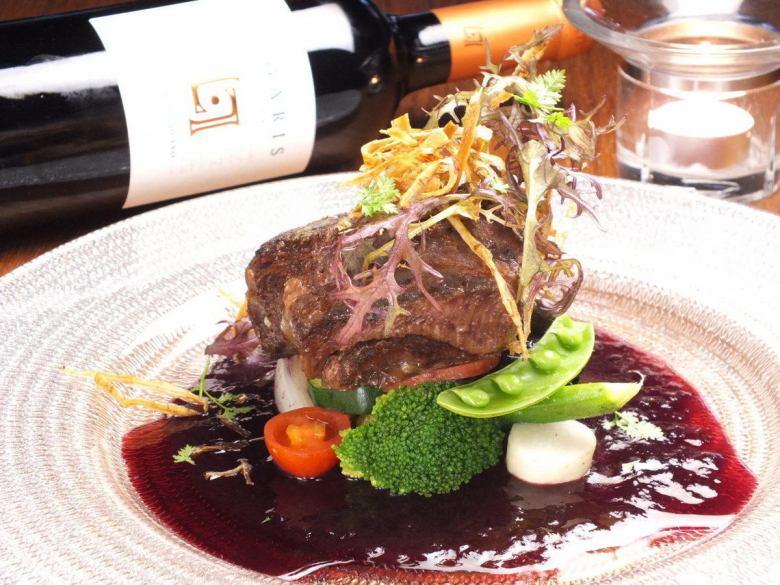 Soft trot stewed cow cheek meat steak red wine sauce