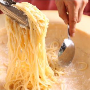 整个palmigano / Reggiano奶酪意大利面