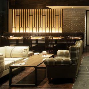 ゆっくりと会話を楽しめるソファー席は一テーブル最大5名様までご利用頂けます♪女子会など少人数飲み会でご利用下さい。