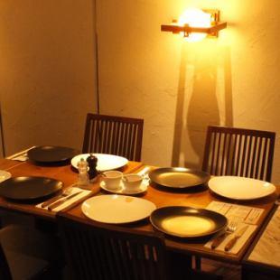 暖かみある照明が雰囲気を良くしてくれます。女子会なども◎おしゃべりしながら美味しいお料理もお愉しみ下さい。