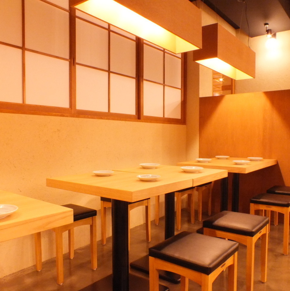 You can enjoy your time while watching the powerful straw-grilling in the kitchen at the open table in the shop ♪