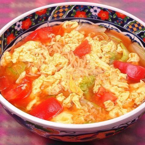 トマトとタマゴの拉麺
