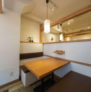 【2階】居酒屋ではなかなか感じることができない上質な雰囲気を味わえる空間です。急に決まった宴会などにも大活躍ですよ!