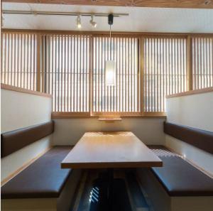【2階】サシ飲みやデートにも最適な、2名様専用席もご用意しています。