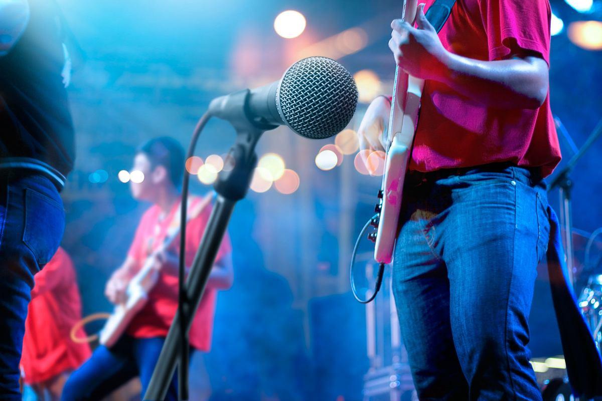 充分利用乐队表演,卡拉OK,舞蹈活动,娱乐等舞台表演的娱乐派对