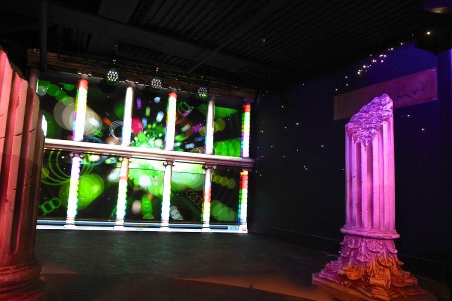 增强灯光,声音和视觉设备☆舞台·配备3个大屏幕!___ ___ ___ 0