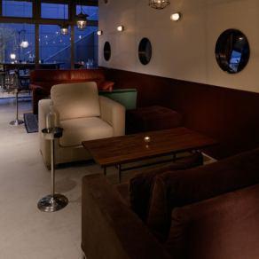 ソファー席もご用意しております。カップルでのご利用や女子会などにもぴったりです。
