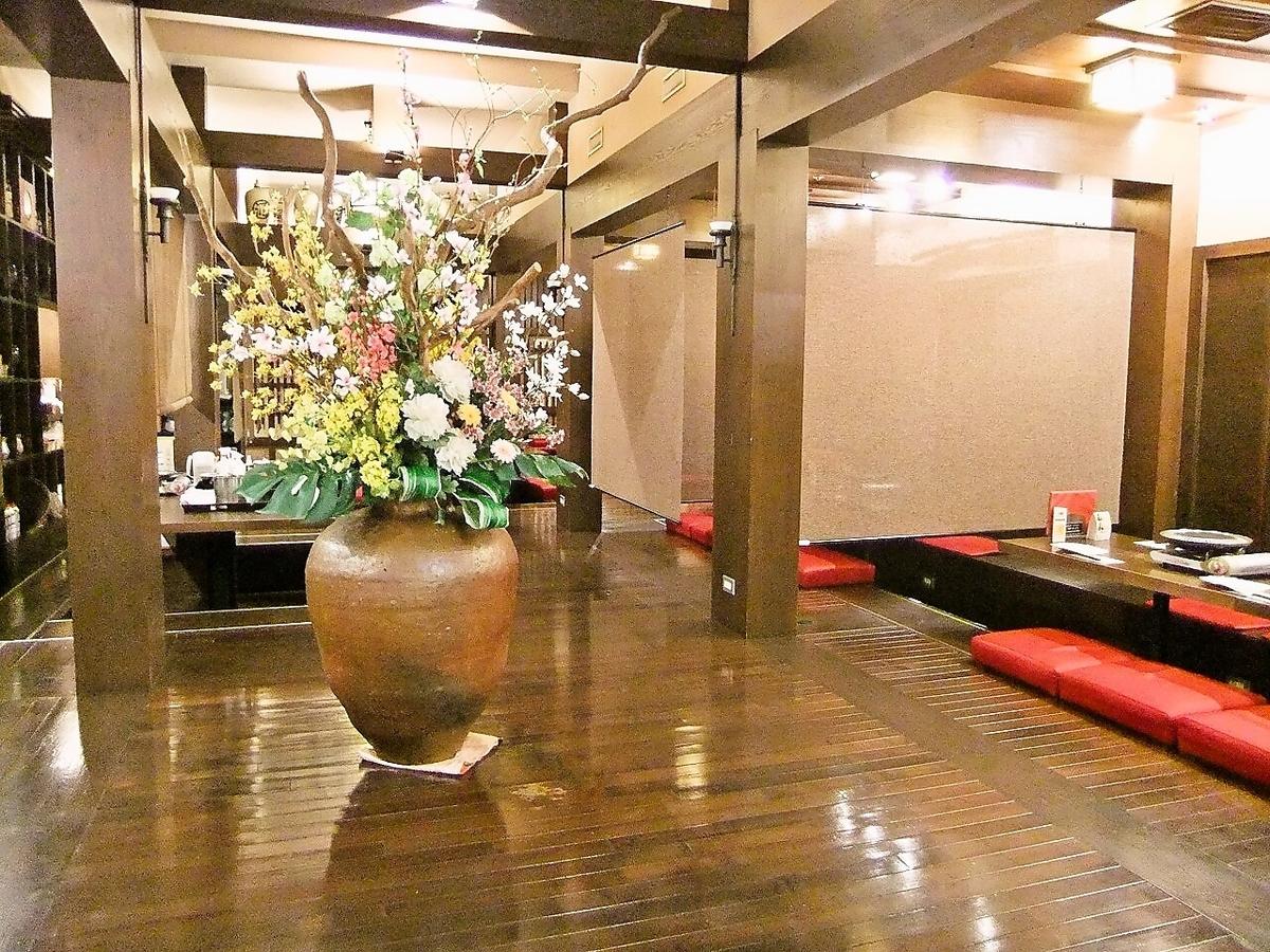 一位日本牛肉的餐廳就像在酒店的一個豪華的空間,我們提供了最好的葡萄酒和火花環相匹配的高品質的肉。慶典和親人,請用一切手段週年店。慢店