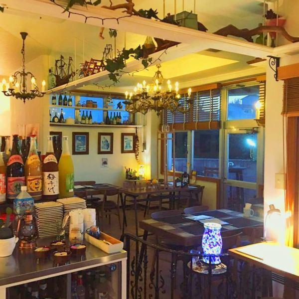 白色是基调,店中店古典气息☆老板承诺原来的法国餐馆配件被放置在每一个地方,我们成为舒适的空间,这是软的。无论本地和旅游业作为一个隐蔽的咖啡厅和酒吧,♪请随时来