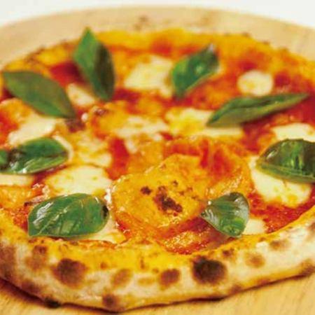 マルゲリータ(モッツァレラ・バジル・トマトのピッツァ) Margherita / mozzarella,basil,tomato