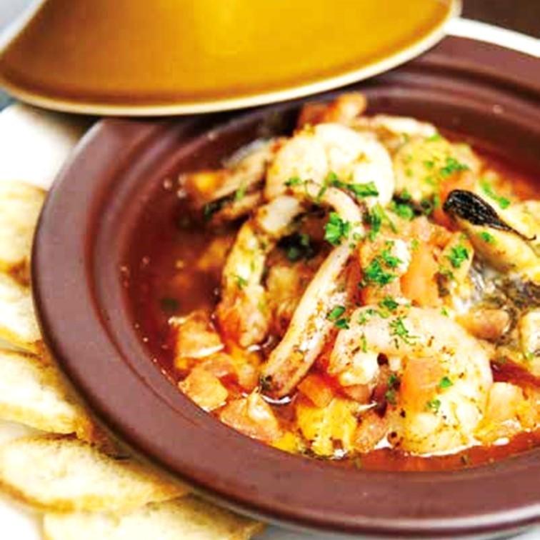 해산물 타진 냄비 구이 터키 풍 Seafood tajine grilled Turkish style