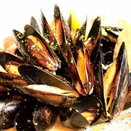 ムール貝 白ワイン蒸し   Steamed mussels in white wine