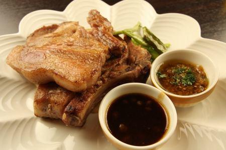 沖縄県産骨付き豚ロース肉のロースト