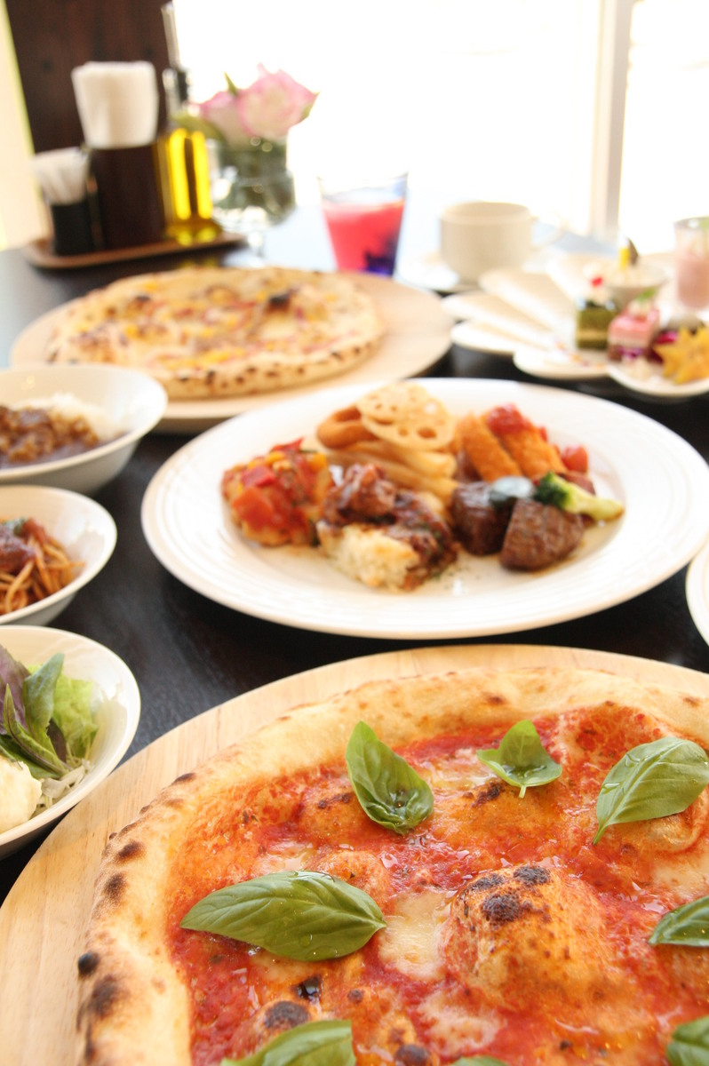 Lunch time for Mediterranean cuisine ♪ with buffet style