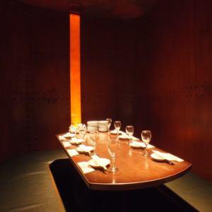 2名~8名様ご利用の半個室席 。3面かこまれた半個室でゆっくりとお食事をお楽しみ頂けます!!