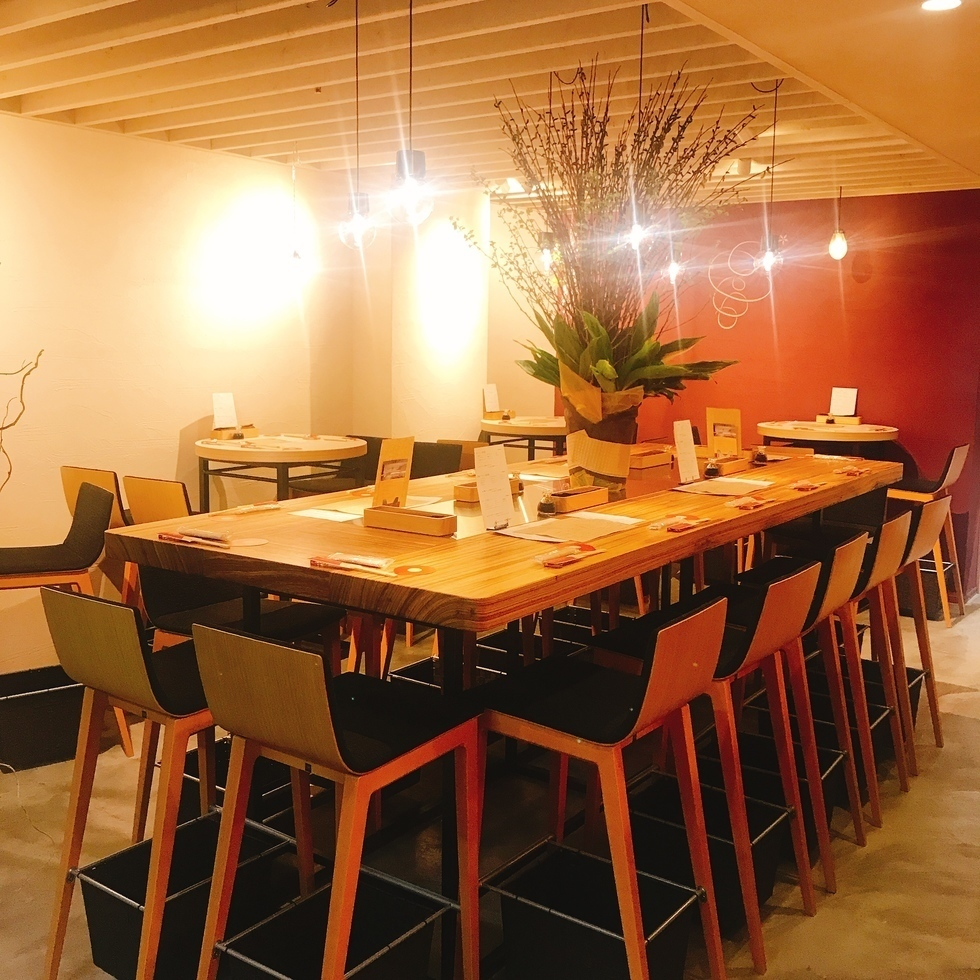 A stylish space stuck to the woodgrain interior is perfect for drinking at work and girls' association ♪