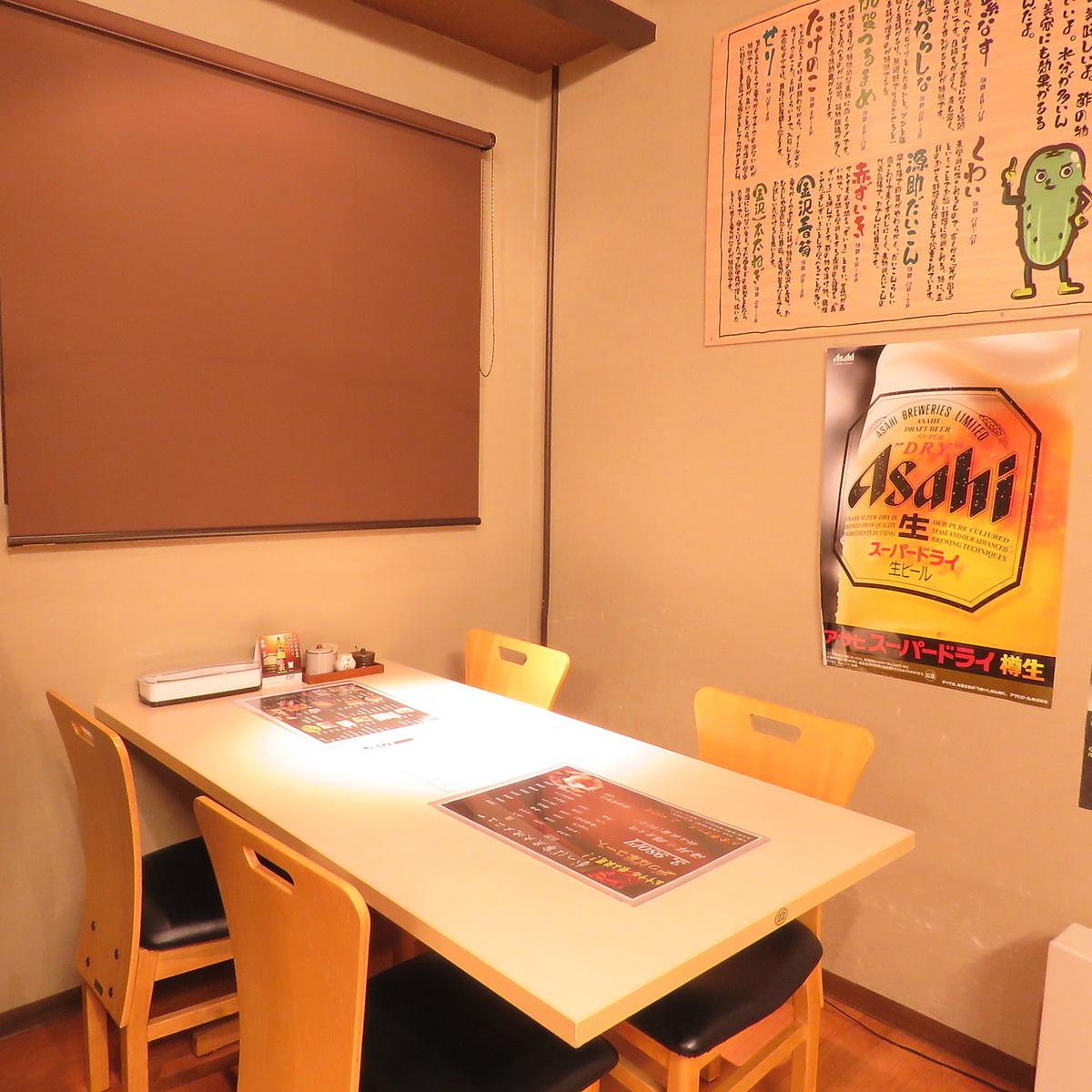 店内奥にある4人掛けテーブル席は半個室風♪周りがあまり気にならないお席です。