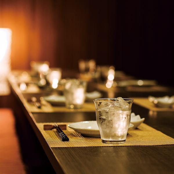 我们还为2人准备了一个小而平静的私人房间!你可以在只有2个人的私人空间里慢慢用餐,而不会在房间里与其他客人面对面♪这对情侣以及情侣和心灵有匹配的组!请用它进行重要的讨论★