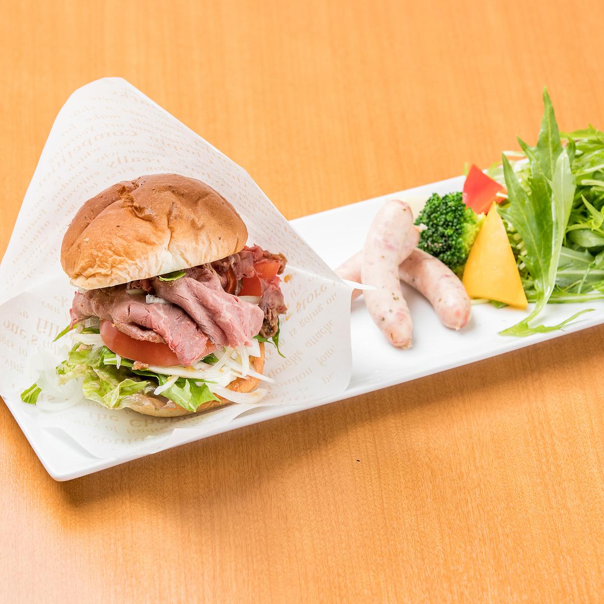 板材套烤牛肉漢堡