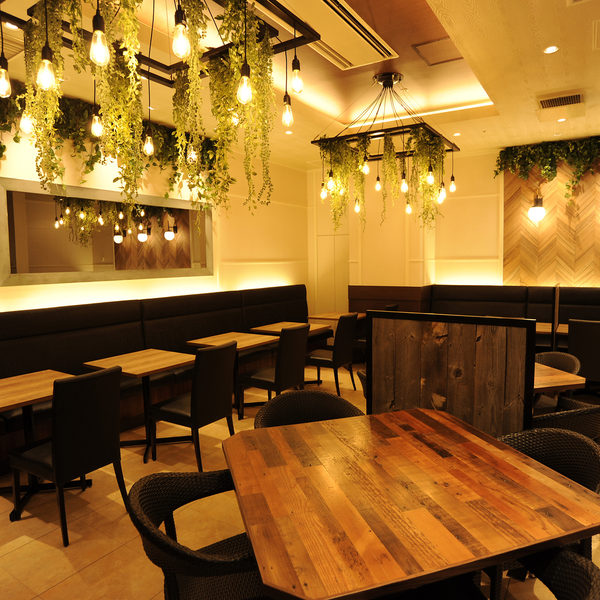 오리엔탈 리조트 호텔의 레스토랑을 이미지 한 세련된 어른의 공간.