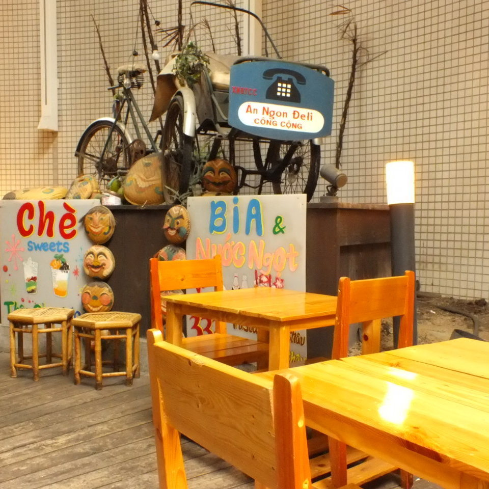 Terrace seat where comfortable wind blows! We are decorating bicycles and signboards etc from Vietnam ★