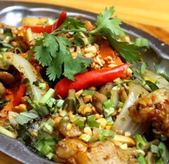 Garasa Dow Phone (spicy fried chicken and flavored vegetables peanut sauce)