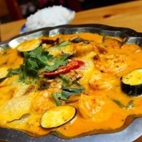 Tom Saoran (stir-fried shrimp coconut curry)