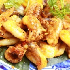 Fried octopus and flavored vegetables with spicy spicy lemon grass