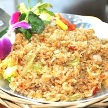 虾和莴苣柠檬草炒饭/越南螃蟹炒饭