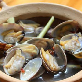 Steamed clams with lemon grass
