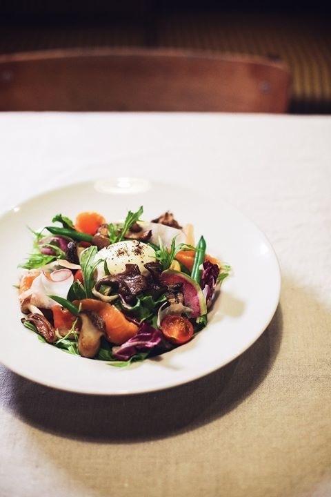 生ハムと農園野菜 半熟卵のせサラダ