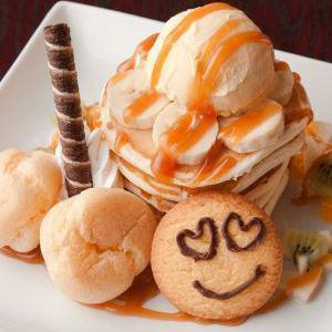 Also popular sweets menu including popular pancakes ♪