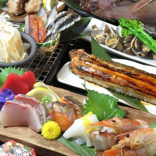 """이 내용이 가격!? 생선이 듬뿍 담긴 """"물고기 다 코스 3800 엔""""과 """"吉田屋 코스 4500 엔""""!"""