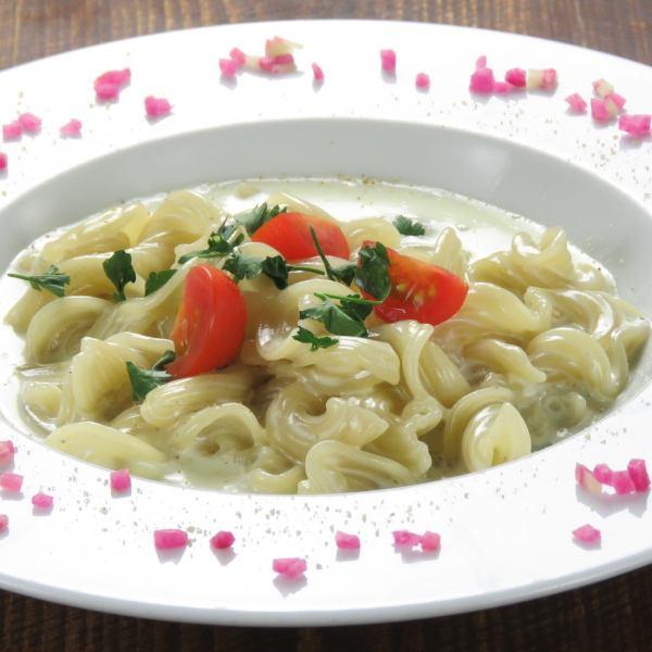 Gorgonzola ☆ Fresh raw pasta ☆ 1,000 yen (tax excluded)