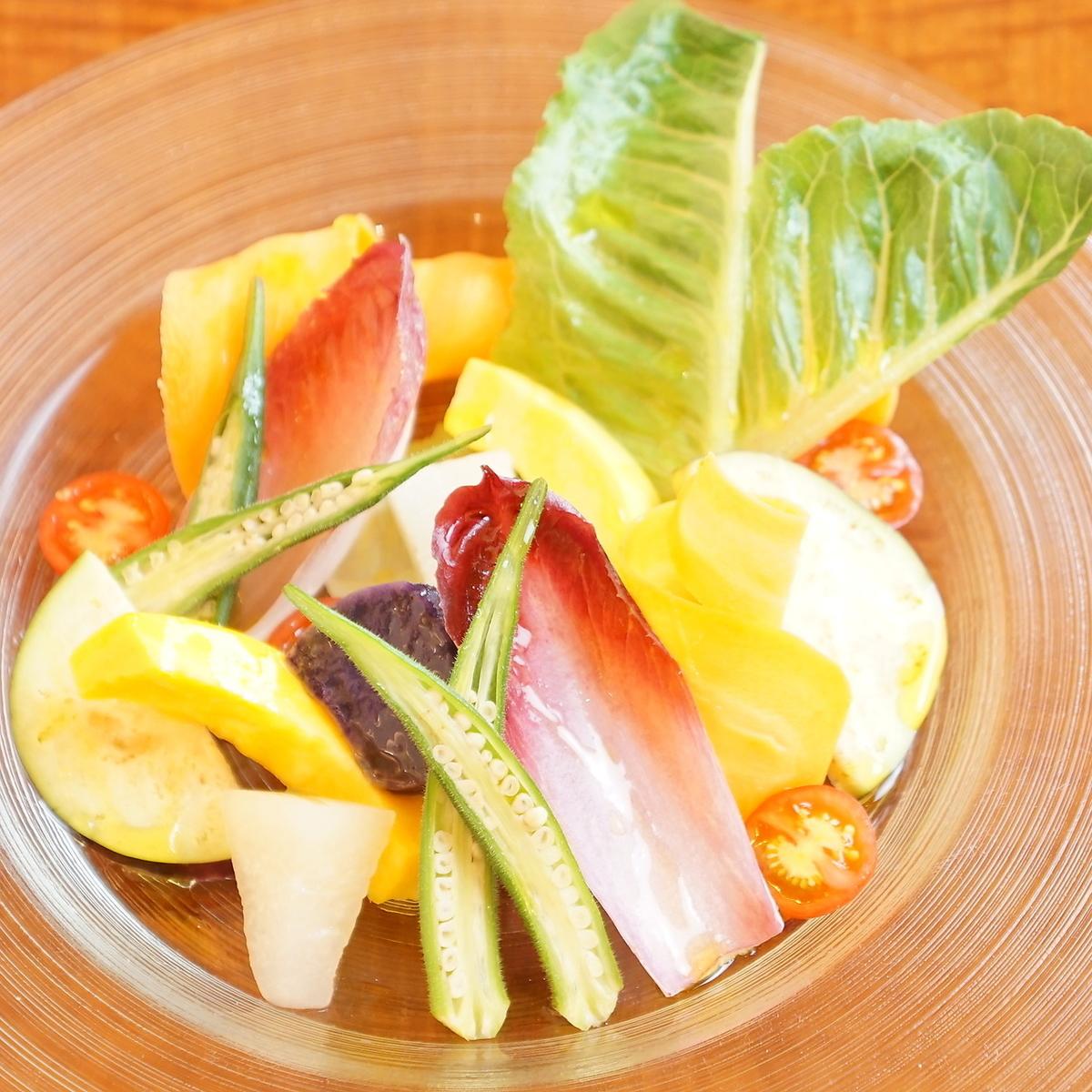 Simple salad of seasonal vegetables