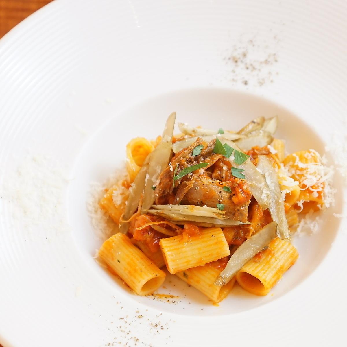 リガトーニ バルバリー種鴨もも肉とゴボウの煮込みソース