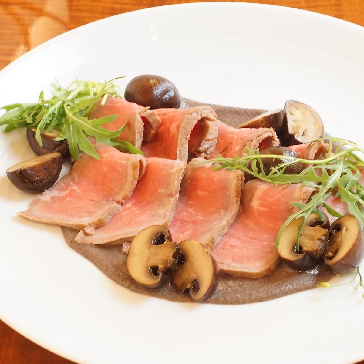 烤牛肉配黑松露酱和棕色蘑菇