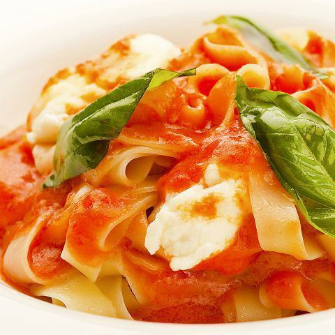 Limited time! Fresh pasta, salad, main dessert with lunch 1380 yen