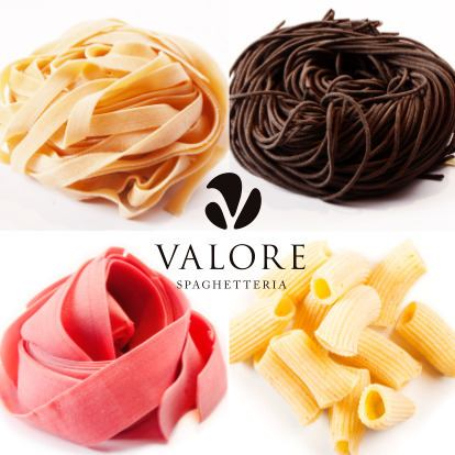 Combination 80 kinds or more of raw pasta! Including tagliatelle various forms, squid ink, noodles kneaded such as beets, etc.